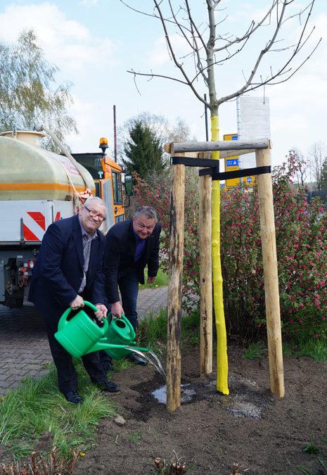 """Baumpflanzaktion über die """"Zukunft Stadt und Natur"""""""