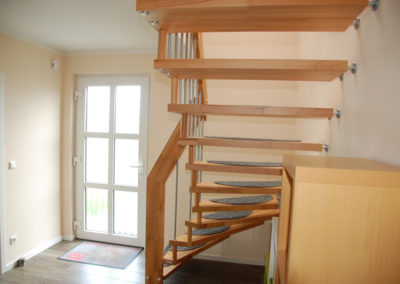 Musterhaus Hermsdorf Erdgeschoss: Eingangsbereich mit Treppe